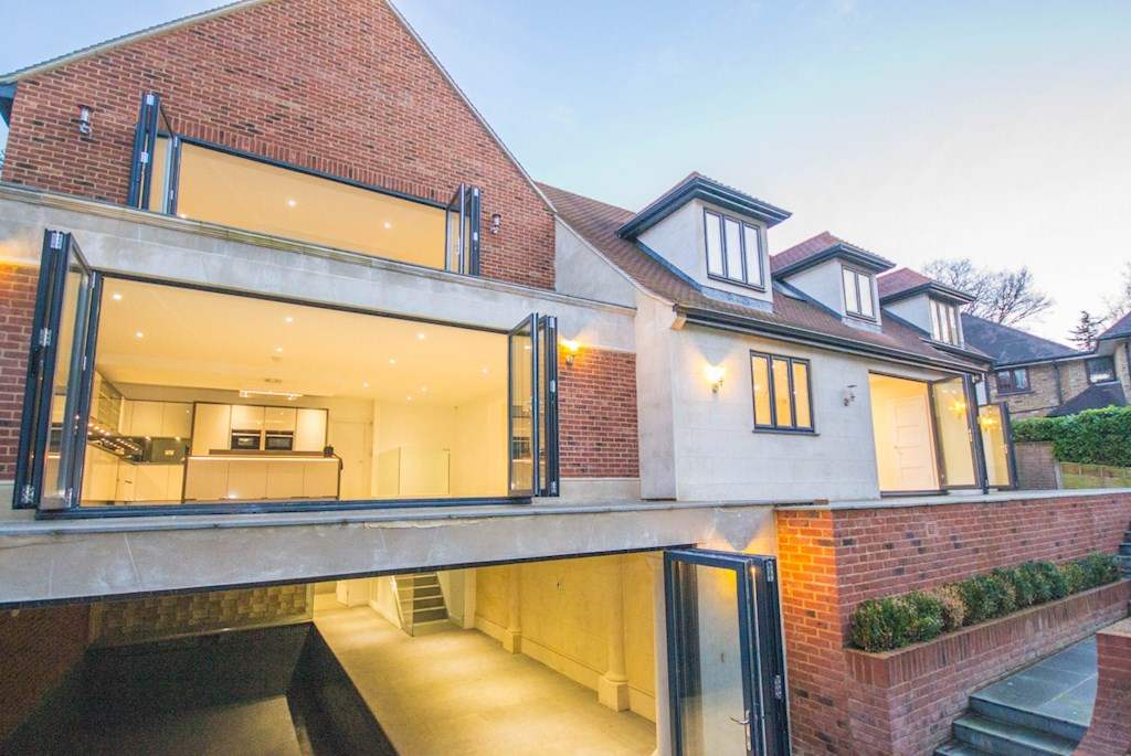 5 Bed House For Sale In Shenfield Beresfords