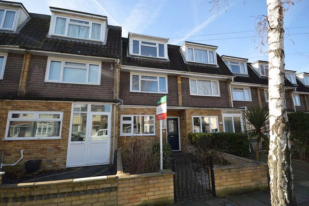 Bed House For Sale In Romford
