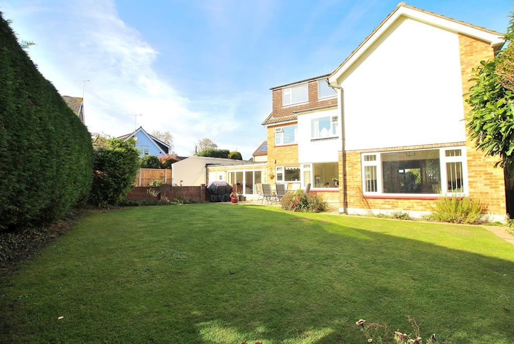 5 Bed House For Sale In Galleywood Beresfords